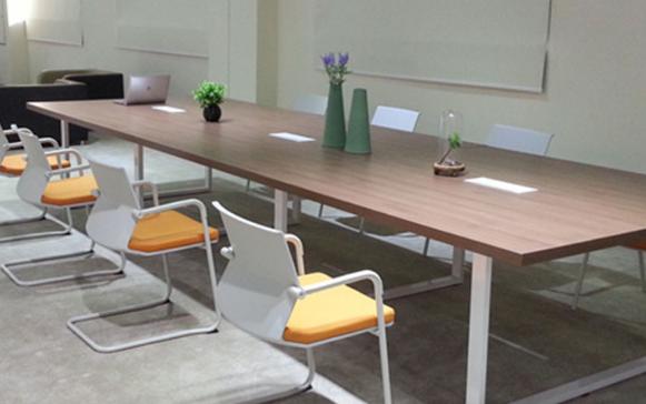 浙美厂家的办公桌选购事项及办公家具定制样式简介